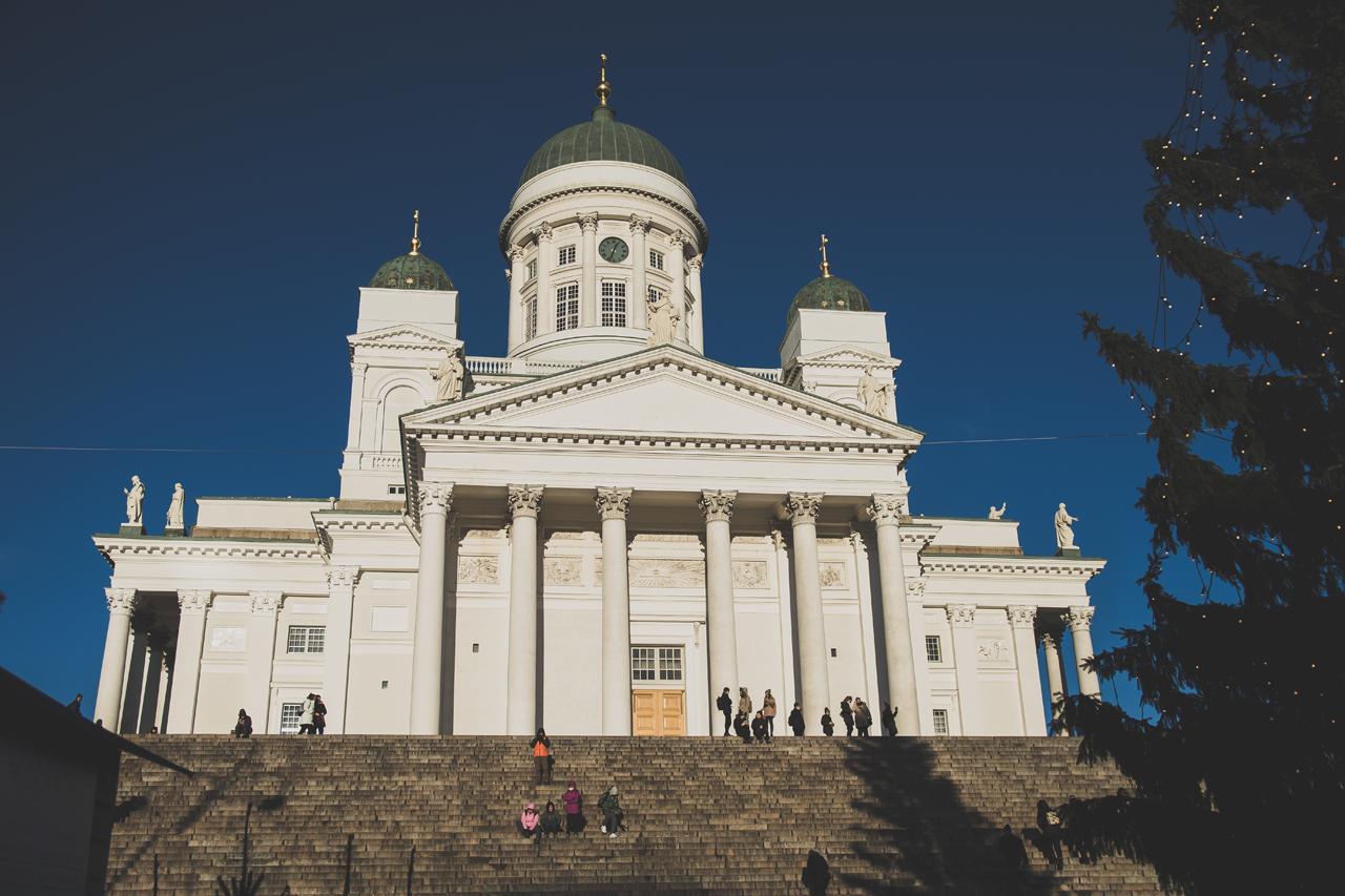 Katedra luterańska - chyba najczęściej fotografowany budynek w Helsinkach. Ustrzeliłem go i ja, choć fotografowanie budynków nigdy mnie nie kręciło.