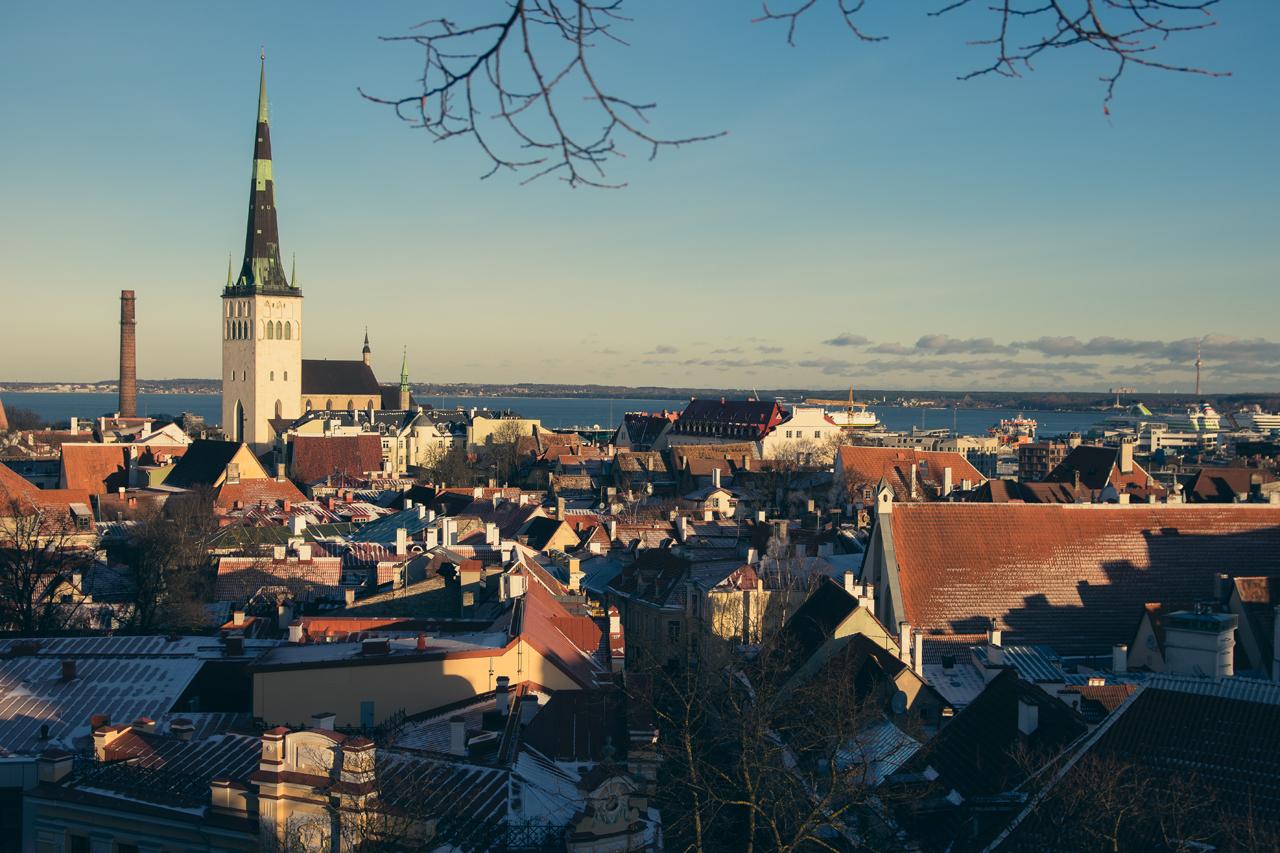 Jeden z wielu punktów widokowych w Tallinie i mimo, że nie przepadam za takimi miejscami, to podobno fotkę każdy musi tam ustrzelić. Nie chciałem wyróżniać się zbytnio w tłumie.