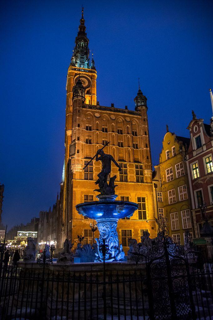 Fontanna Neptuna stoi w najbardziej reprezentacyjnej części Gdańska – na Długim Targu, przed wejściem do Dworu Artusa. I podobno każdy pstryka jej zdjęcia, podobno...